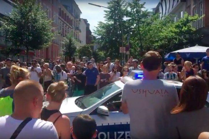 Bei Konzert von Oded Kafri: Polizei wird amSchulterblattbejubelt