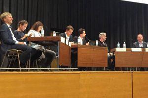 Kandidaten und Moderatoren kurz vor der Podiumsdiskussion Foto: Olivera Zivkovic