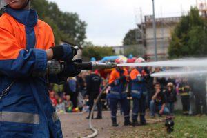 Wasser Marsch auf allen drei Strahlrohren. Foto: Phillip Holländer