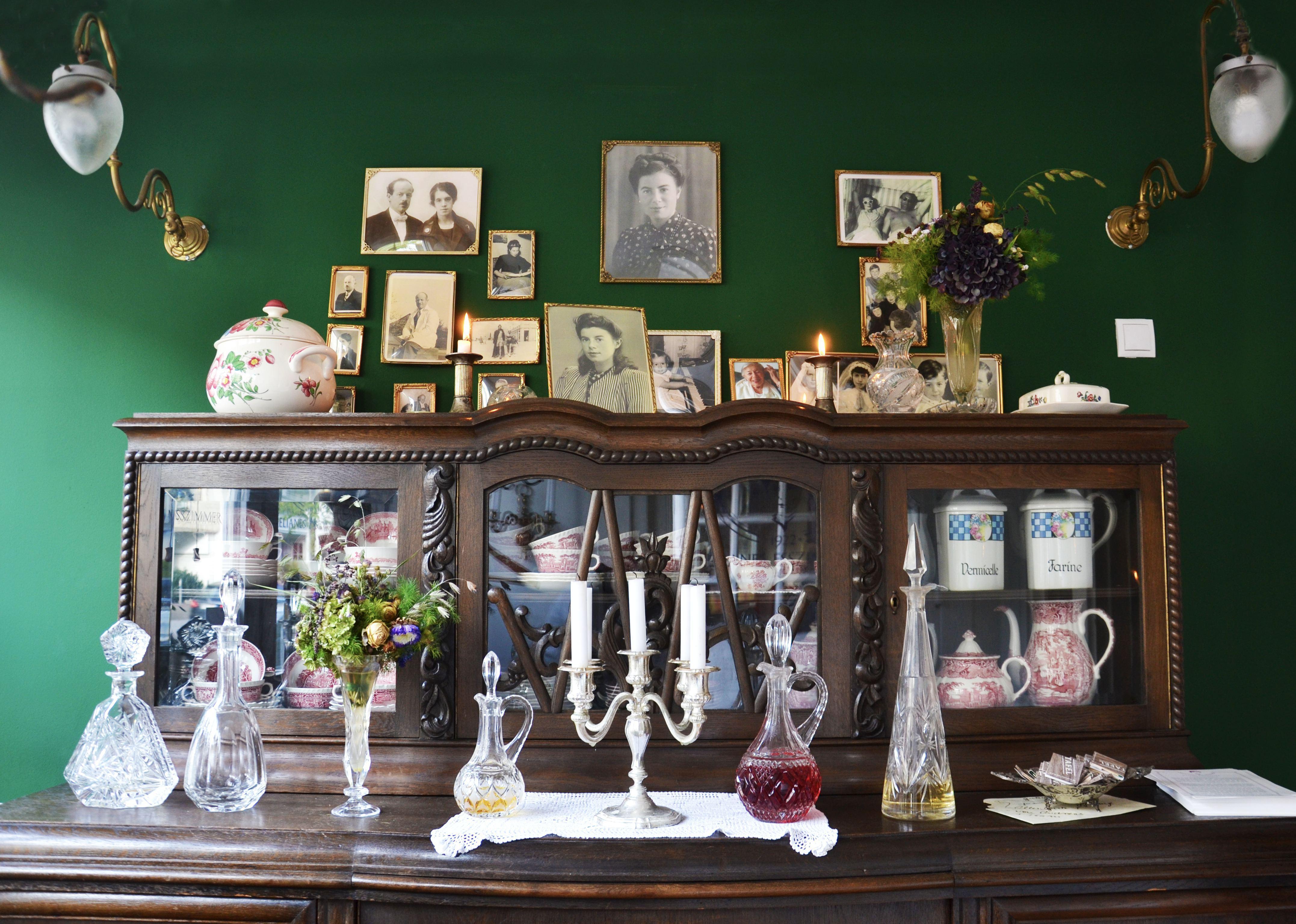"""Auch die Einrichtung in """"Elianes Esszimmer"""" versetzt einen in alte Zeiten. Foto: Olivera Zivkovic"""