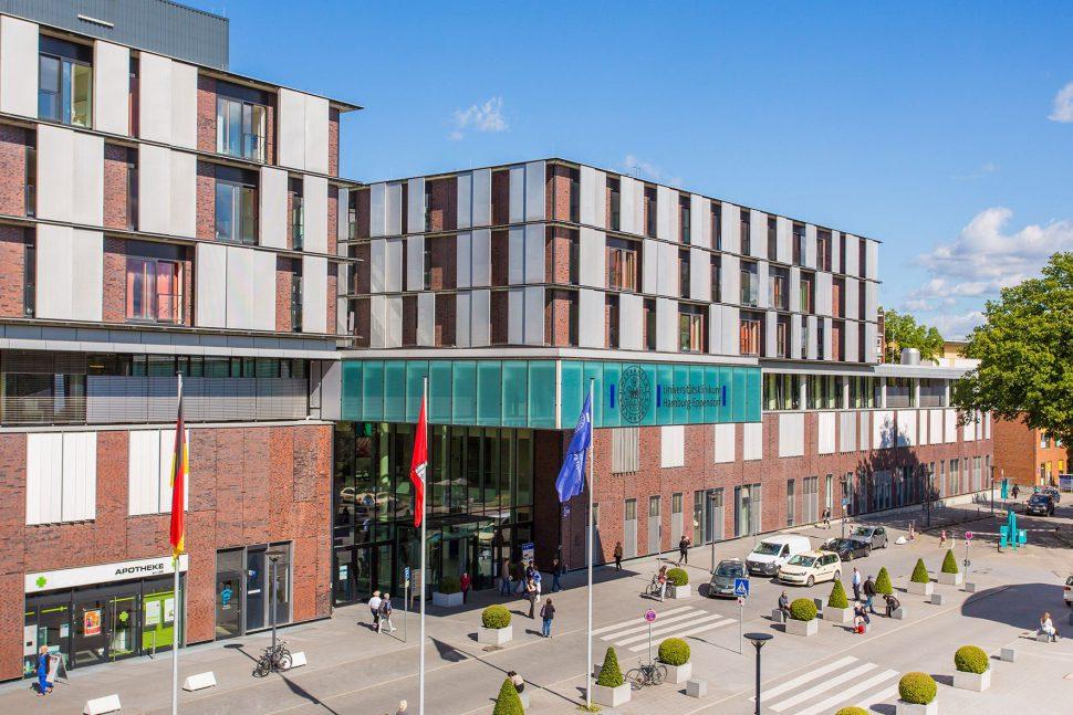 Eingang des neuen UKE Klinikums. Foto: Universitätsklinikum Hamburg-Eppendorf (UKE)