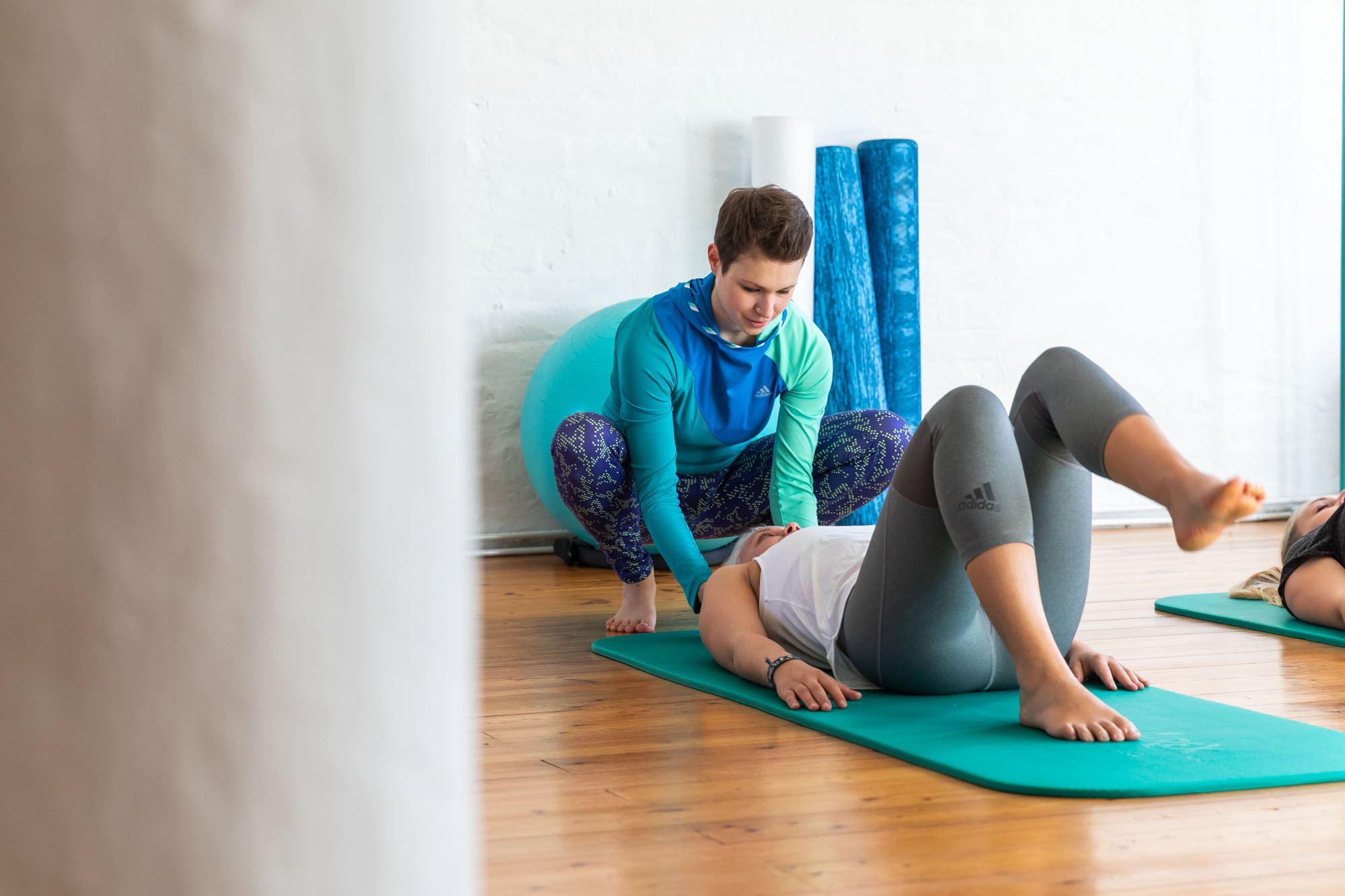 Bei Pure Balance stehen drei helle Trainingsräume mit hohen Decken und Dielenböden für das Training zur Verfügung. Foto: Pure Balance