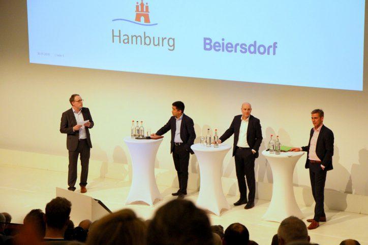 Moderator Maik Bohne, Chenglong Liu, Bösinger, Gätgens. (v.l.n.r.). Foto: Fabian Hennig