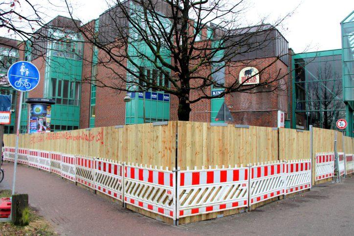 Das Eidelstedt Center ist derzeit komplett abgesperrt. Foto: Fabian Hennig