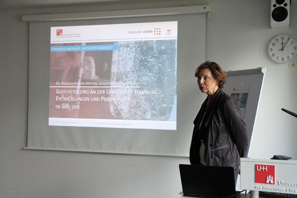 """Aktive Mittagspause"" mit Frau Dr. Angelika Paschke-Kratzin. Foto: Monika Dzialas"