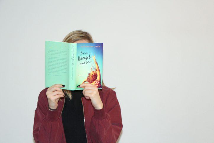 """Der neue Roman von Catharina Junk """"Bis zum Himmel und zurück"""" erscheint am 13. März. Foto: Fabian Hennig"""