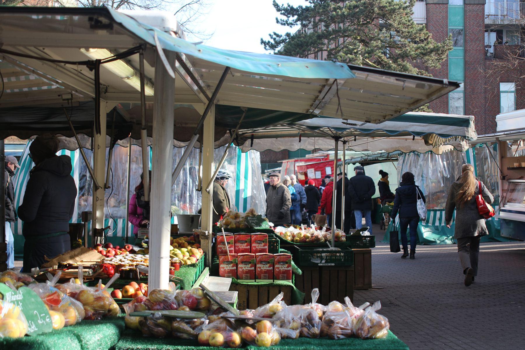 Wochenmarkt Eidelstedt, Obst- und Gemüsestände. Foto: Tessa Bleier