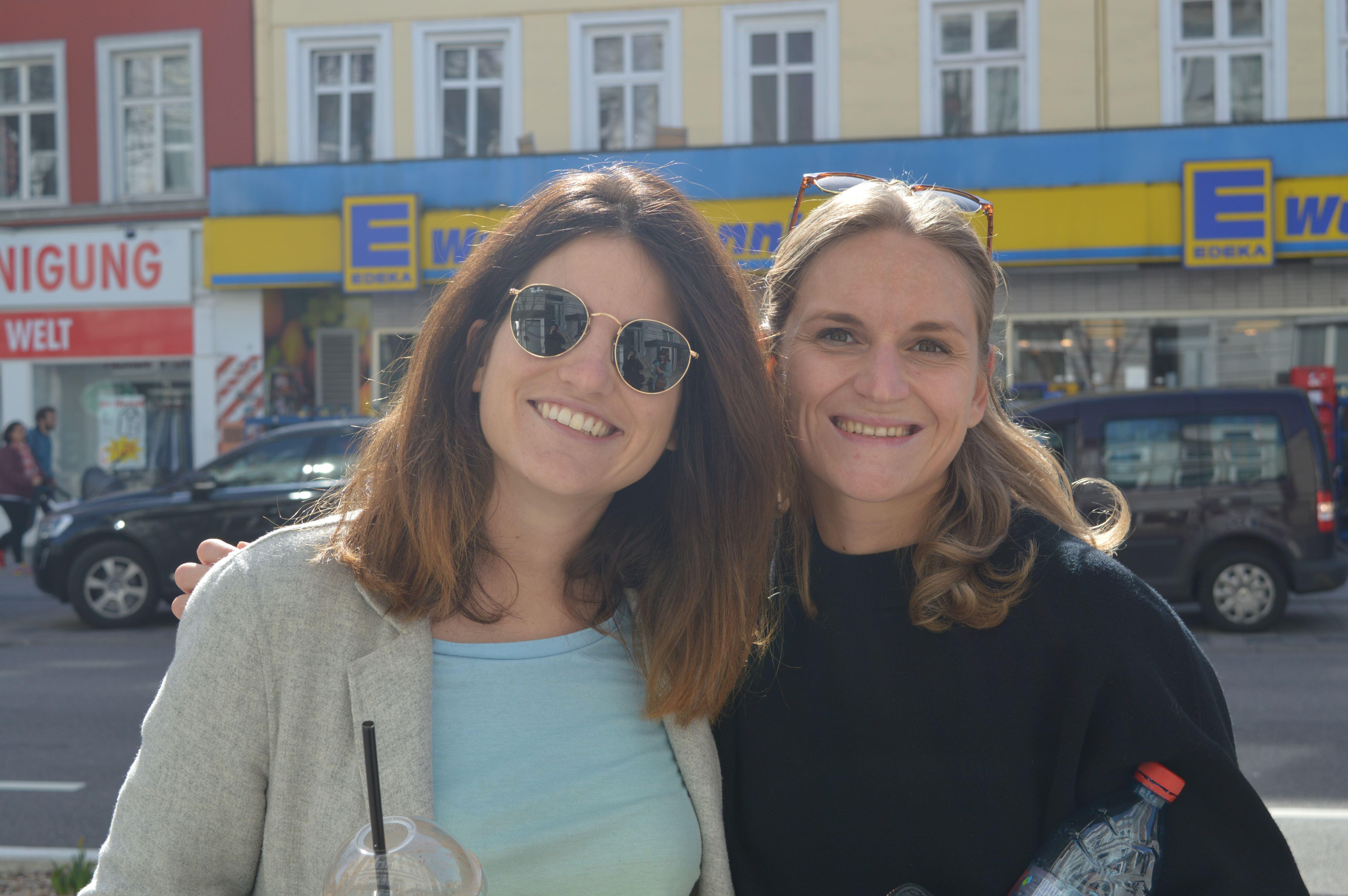 Hamburg Eimsbuettel Strassenumfrage Georgina und Birgit. Foto: Margarita Ilieva