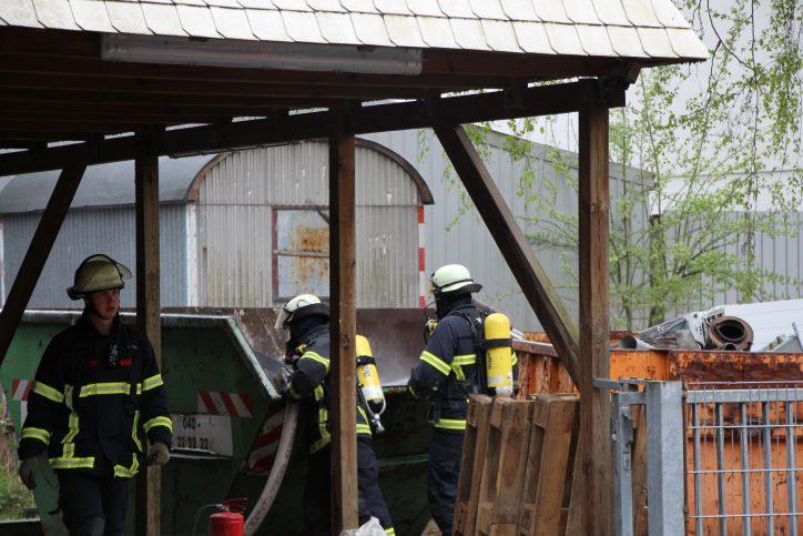 Die feuerwehr konnte den Containerbrand in kurzer Zeit löschen. Foto: Robin Eberhardt