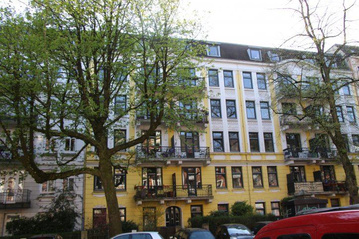 Ein Haus aus der Zeit des Jugenstils mit Stadtlinden im Vordergrund. Foto: Robin Eberhardt