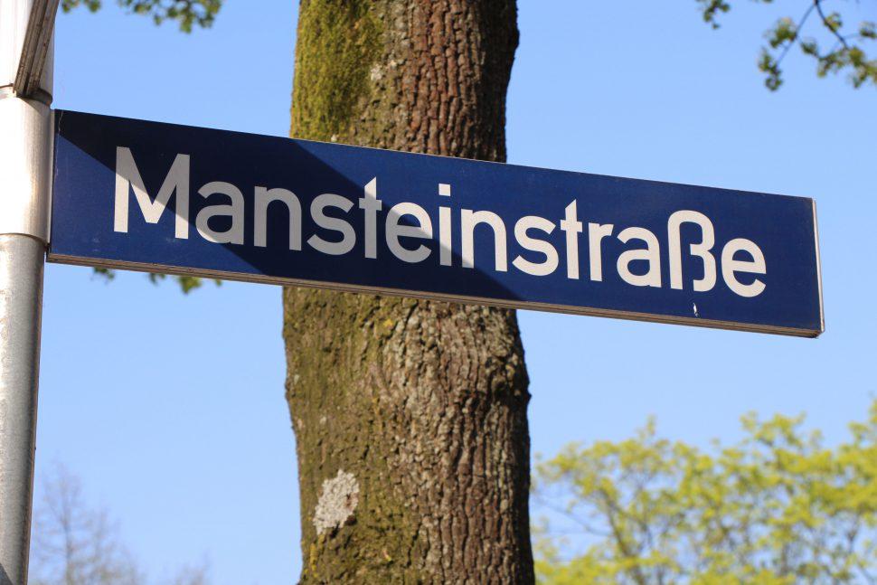 Straßenschild Mansteinstraße. Foto: Robin Eberhardt