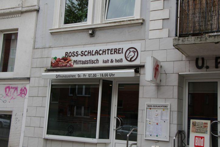Die Ross-Schlachterei Uwe Poggensee hat Kesselgulasch und wechselnde Gerichte im Angebot. Foto: Robin Eberhardt