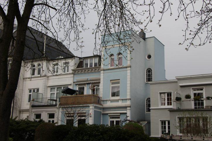 Die Häuser in der Tornquiststraße sind meist nur zweistöckig. Foto: Robin Eberhardt