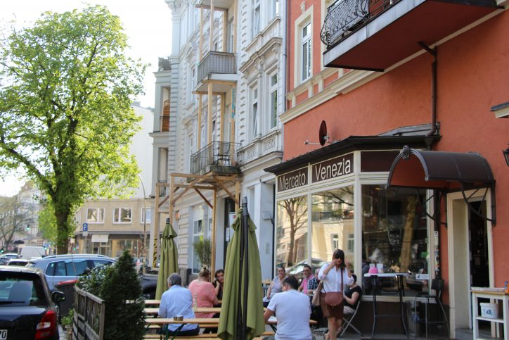 Nach dem Mittagstisch kann man sich im Mercato Venezia auch noch mit italienischen Spezialitäten eindecken. Foto: Robin Eberhardt