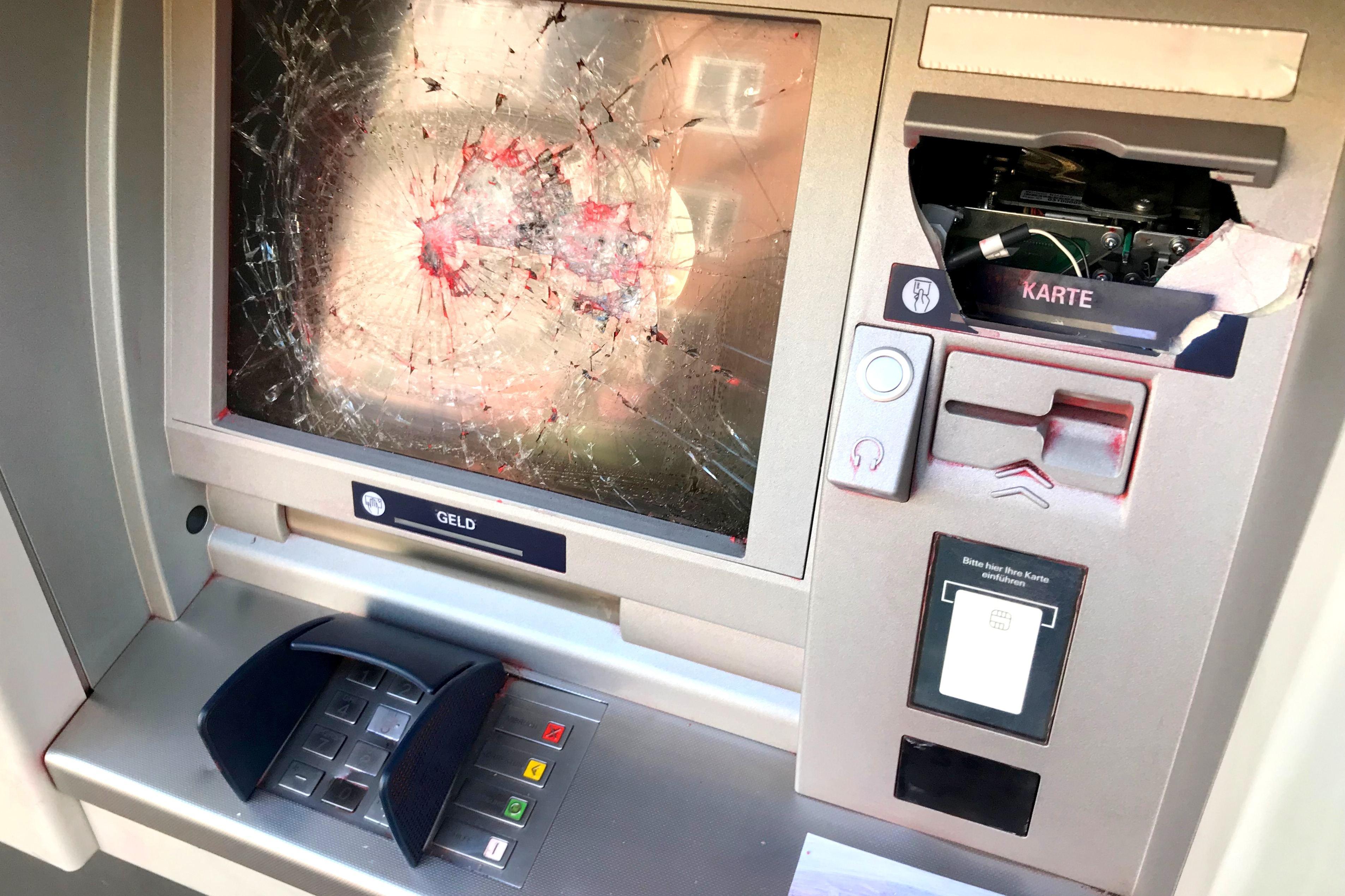 """Geldautomaten gesprengt – an der Osterstraße wurde ein Automat """"nur"""" verwüstet"""