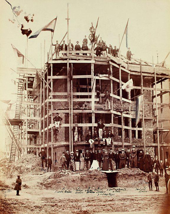 Das Richtfest der Beiersdorf Zentrale im Jahr 1892. Quelle: Beiersdorf AG