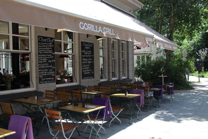Die Mittagspause in der Sonne genießen kann man im Gorilla Grill im Eppendorfer Weg 58. Foto: Max Gilbert