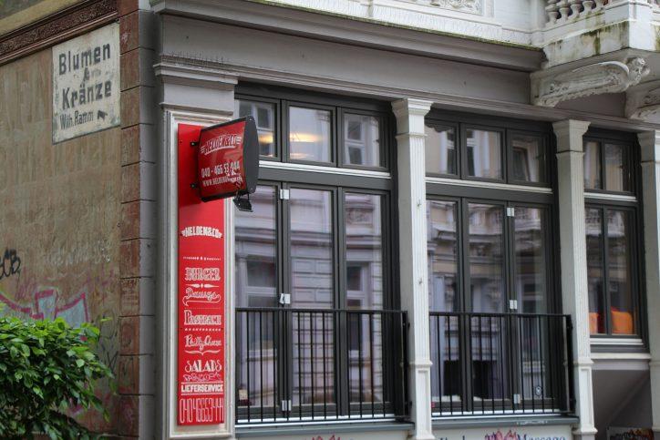 Eine große Auswahl an Burger gibt es im Helden&Co in der Margaretenstraße 58. Foto: Robin Eberhardt
