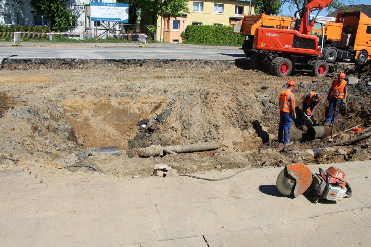 Nach dem Wasserrohrbruch wird die Kollaustraße Ende Mai wieder für den Vekehr freigegeben. Foto: Robin Eberhardt