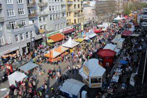 Während des Osterstraßenfests fahren weder Busse noch Autos druch die Feiermeile. Foto