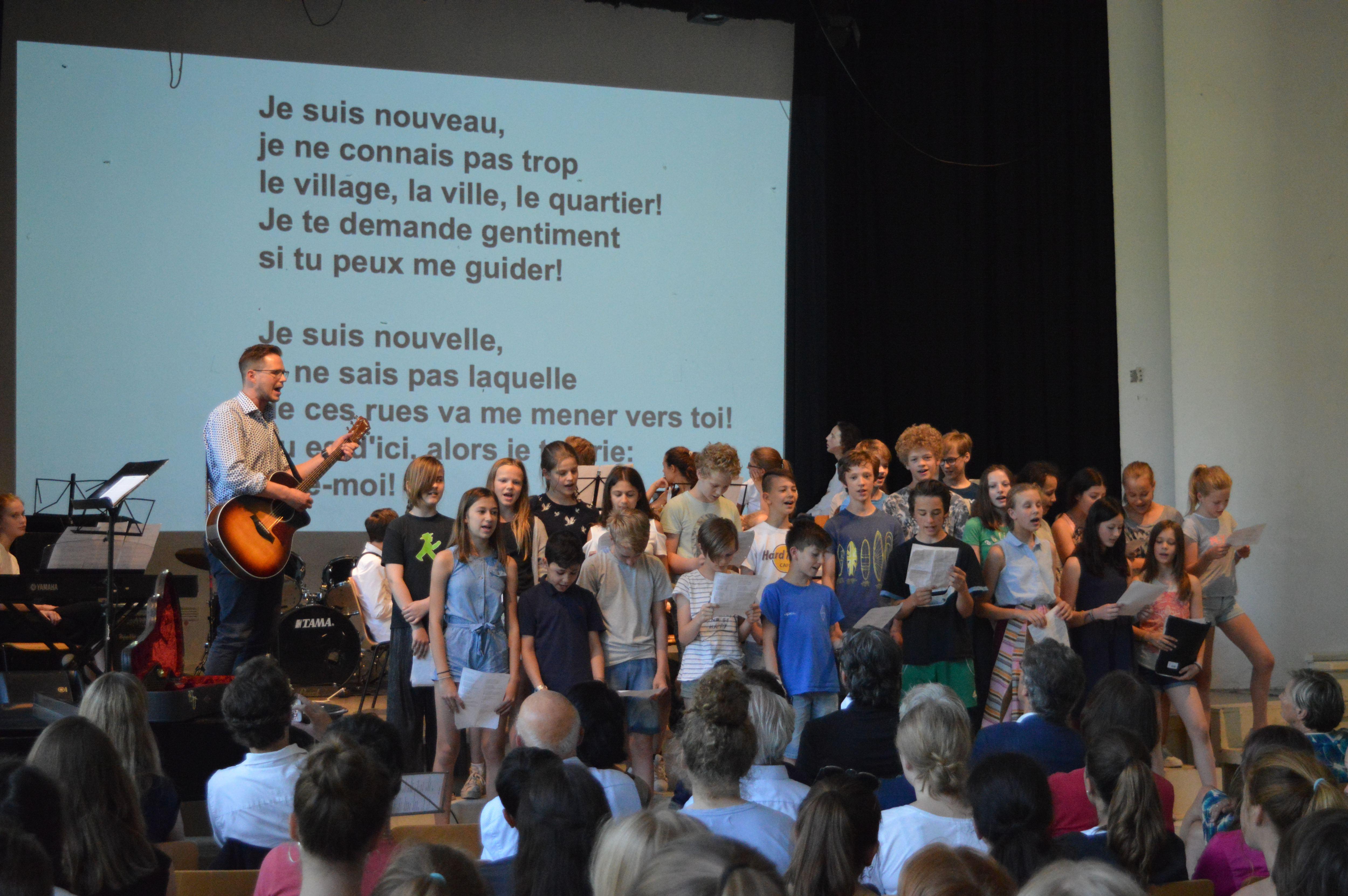 In einem Festakt des Emilie-Wüstenfeld-Gymnasiums wurde die 20-jährige Partnerschaft mit dem Collège Emile Zola in Rouen gefeiert. Foto: Margarita Ilieva