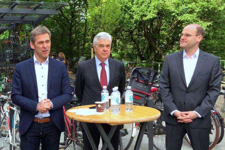 Die Eröffnungszeremonie mit Kay Gätgens, Frank Horch und Jan Krampe von der P+R-Betriebsgesellschaft. Foto: Kay Becker