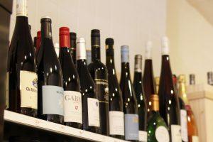 Das Freizeitzentrum Schnelsen veranstaltet eine Weinverkostung im französischen Flair. Foto: Lea Müller