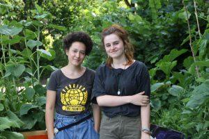 Die beiden Schülerinnen Lili und Rosi Foto: Alicia Wischhusen