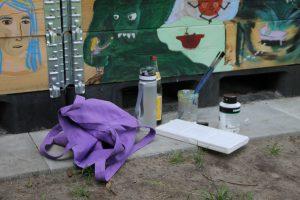 Pinsel zum Bemalen der Kübel Foto: Alicia Wischhusen