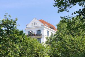 Warum greift die Mietpreisbremse nicht? Die Akelius GmbH bietet eine Wohnung für einen weit überdurchschnittlichen Preis an. Foto: Max Gilbert