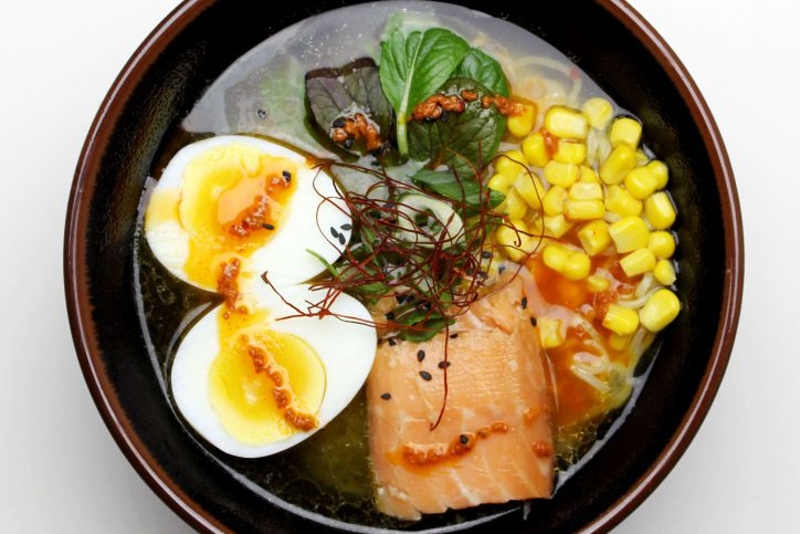 """""""Spicy Salmon Ramen"""" ist eines der Gerichte im Tanaka Ramen in Rotherbaum. Foto: Nicole Staabs"""