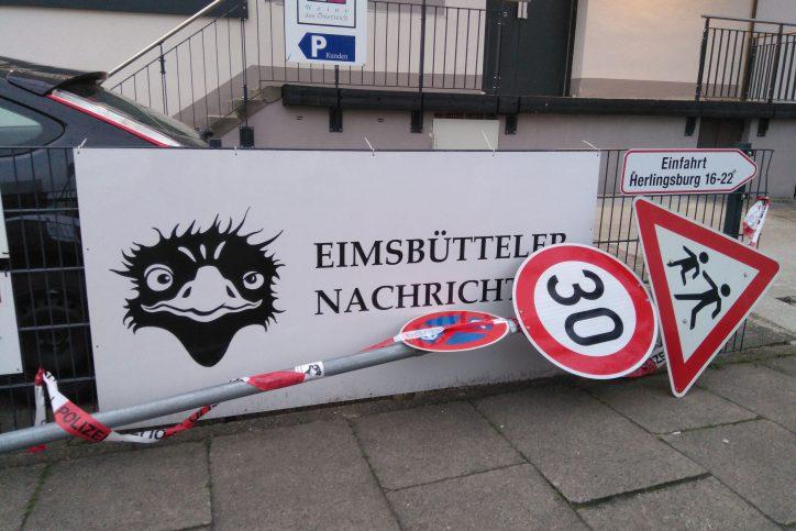 Das Schild wurde schon oft in Mitleidenschaft gezogen, wie hier Ende April 2018. Foto: Jan Hildebrandt