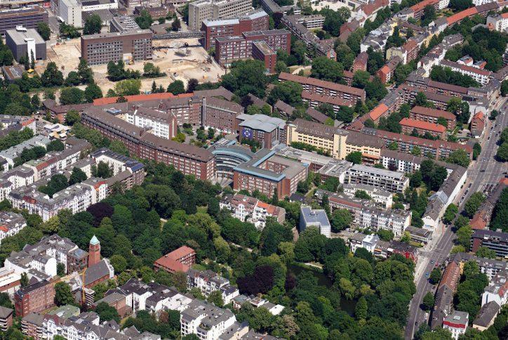 1892 erwarb Dr. Oscar Troplowitz, der damalige Eigentümer von Beiersdorf, das zu der Zeit noch vor den Toren der Stadt liegende Grundstück und errichtete dort die erste Fabrik. Foto: Beiersdorf AG