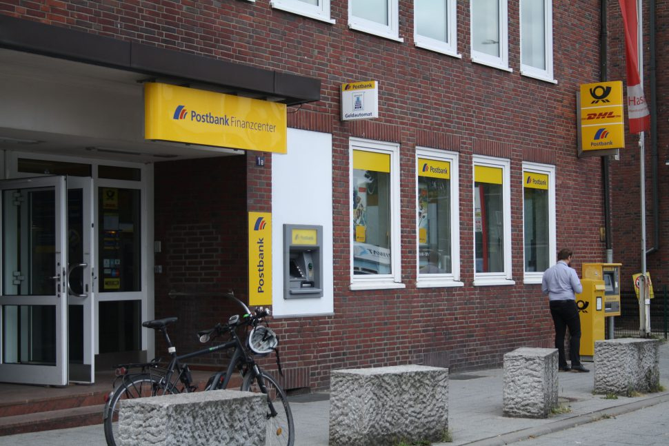 Hamburg Eimsbuettel Postbank Siemersplatz. Foto: Monika Dzialas
