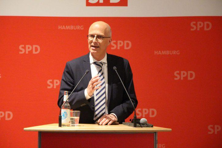 Im Lindner-Park Hotel hat sich Hamburgs 1. Bürgermeister Peter Tschentscher den Fragen der Eimsbütteler gestellt. Foto: Robin Eberhardt