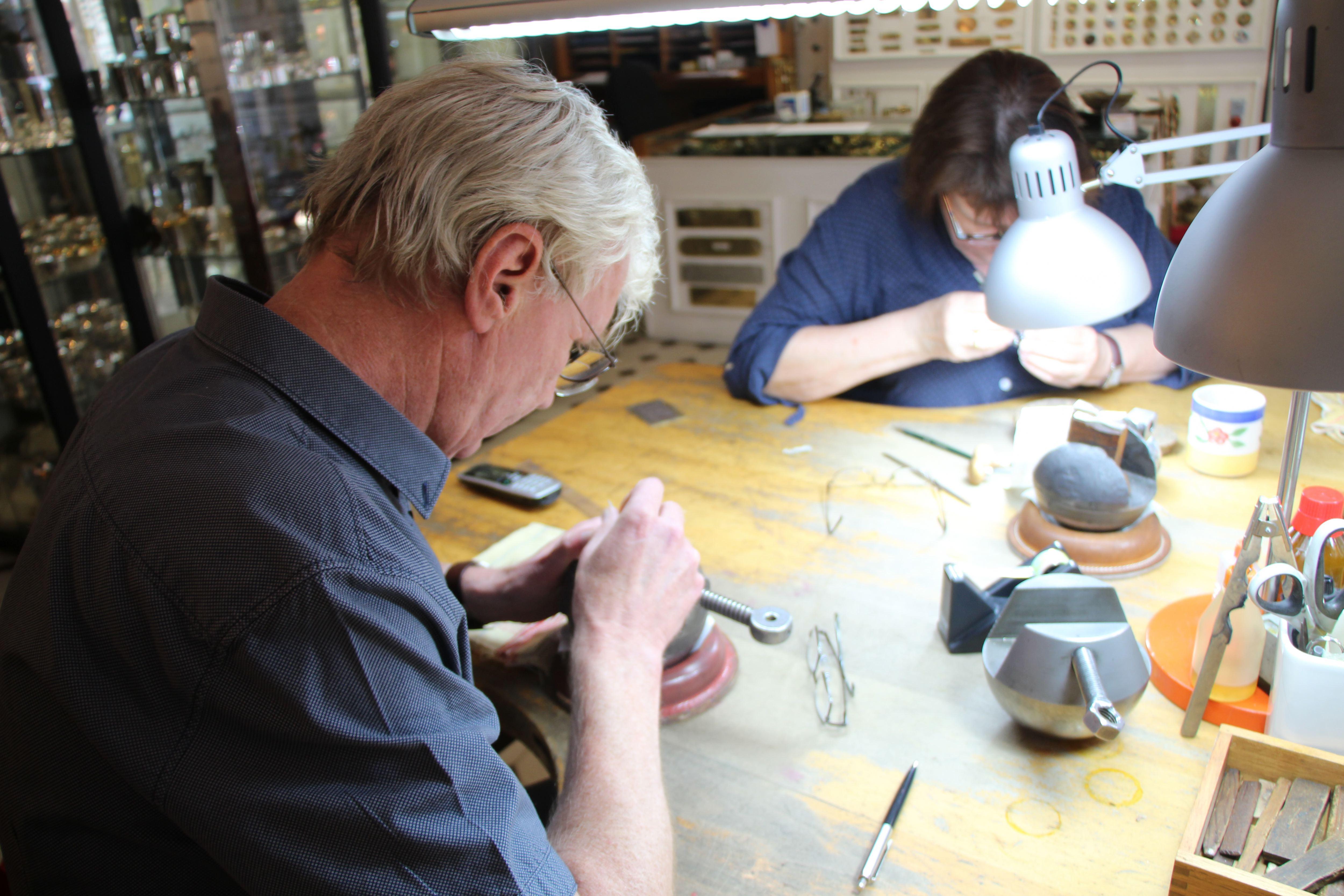 Der gravierende Unterschied: Handwerker des Jahres kommt aus Eimsbüttel