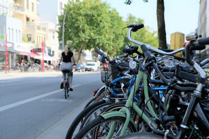 Radwege auf der Fahrbahn, wie hier auf der Osterstraße, erhöhen das Unfallrisiko Foto: Maximilian Neumann