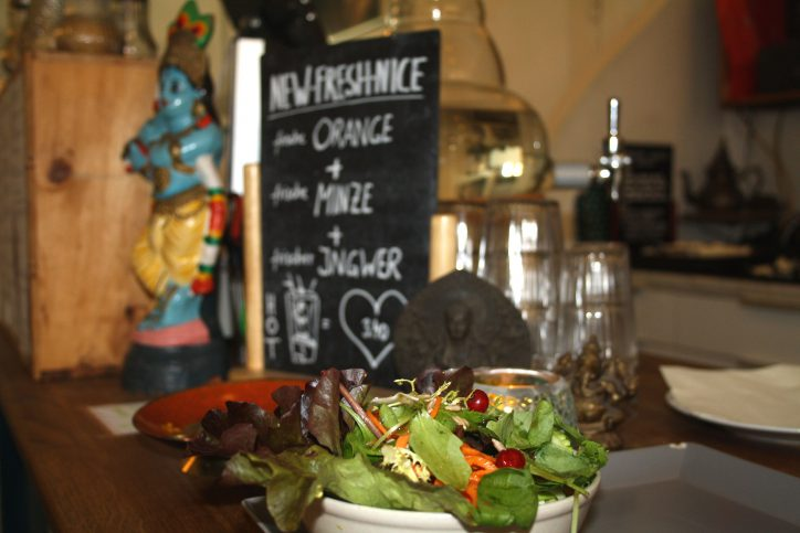 Hamburg Eimsbuettel Golden Temple Teehaus Salat. Foto: Monika Dzialas