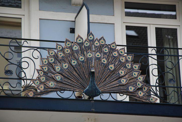 Die Balkonverzierung sind mit Liebe ausgestaltet. Foto: Robin Eberhardt