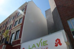 Blitzblanke Wand, dort wo zuvor die historische Seifix-Werbung ein echter Hingucker war.