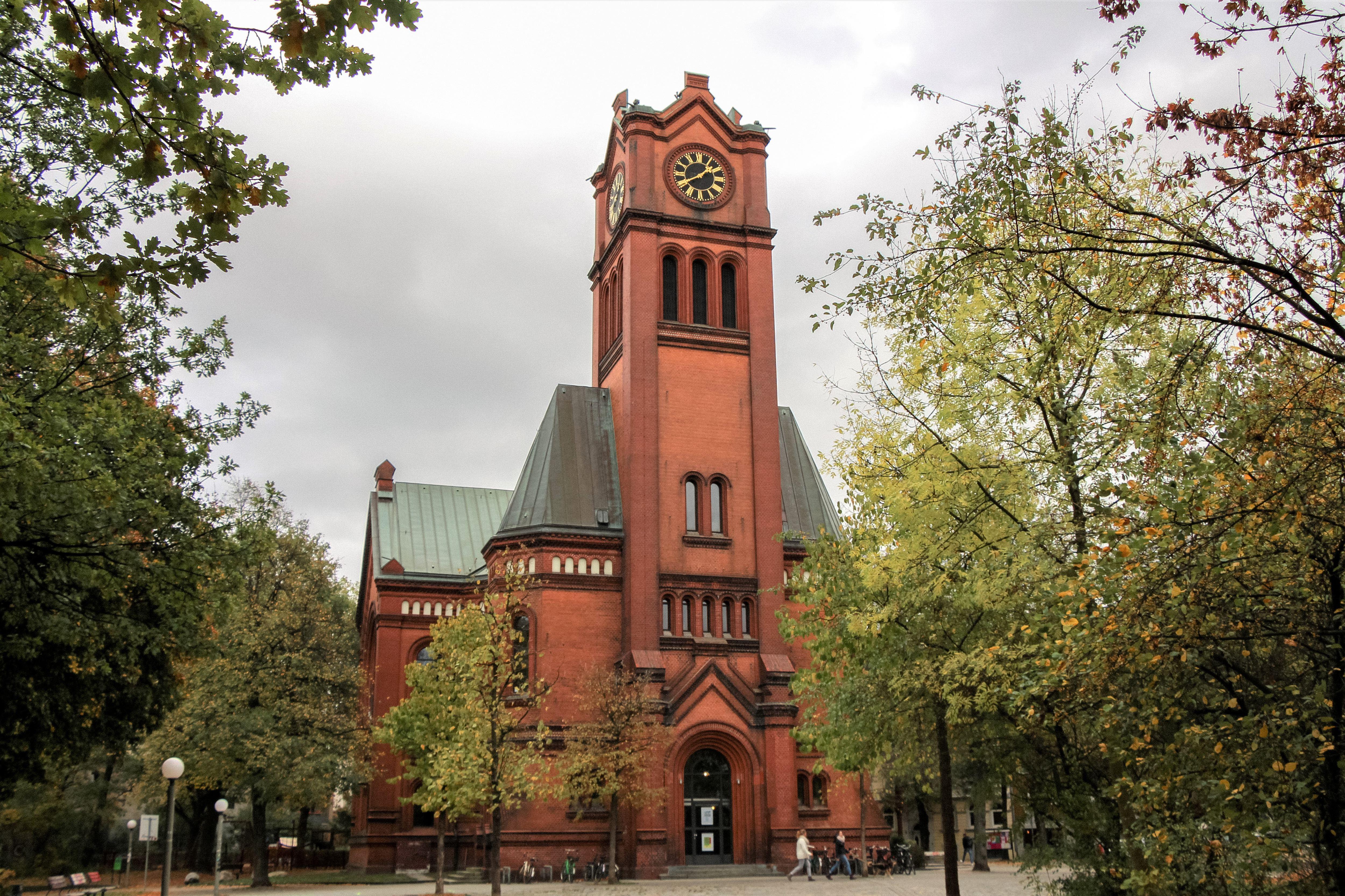 Die Apostelkirche - das wohl bekannteste Gebäude an der Lappenbergsallee. Foto: Alicia Wischhusen