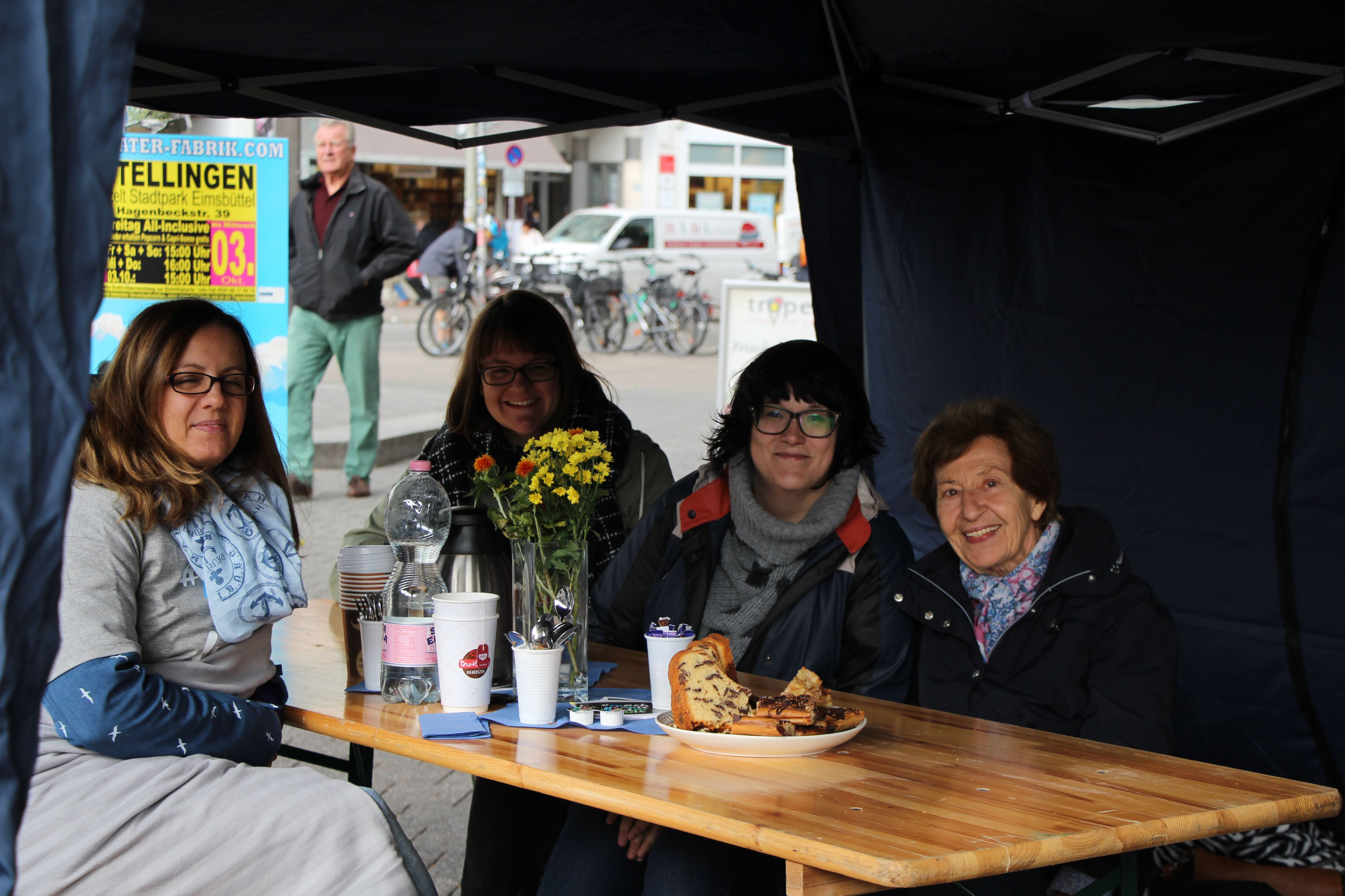 Weltseniorentag: Zum Klönschnack auf dem Fanny-Mendelssohn-Platz