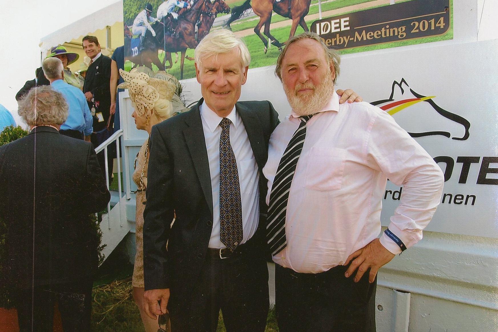 Viele prominente Gäste gab es beim Hamburger Derby. So auch der ehemalige Hamburger Bürgermeister Henning Voscherau. Foto: Dieter Schreck