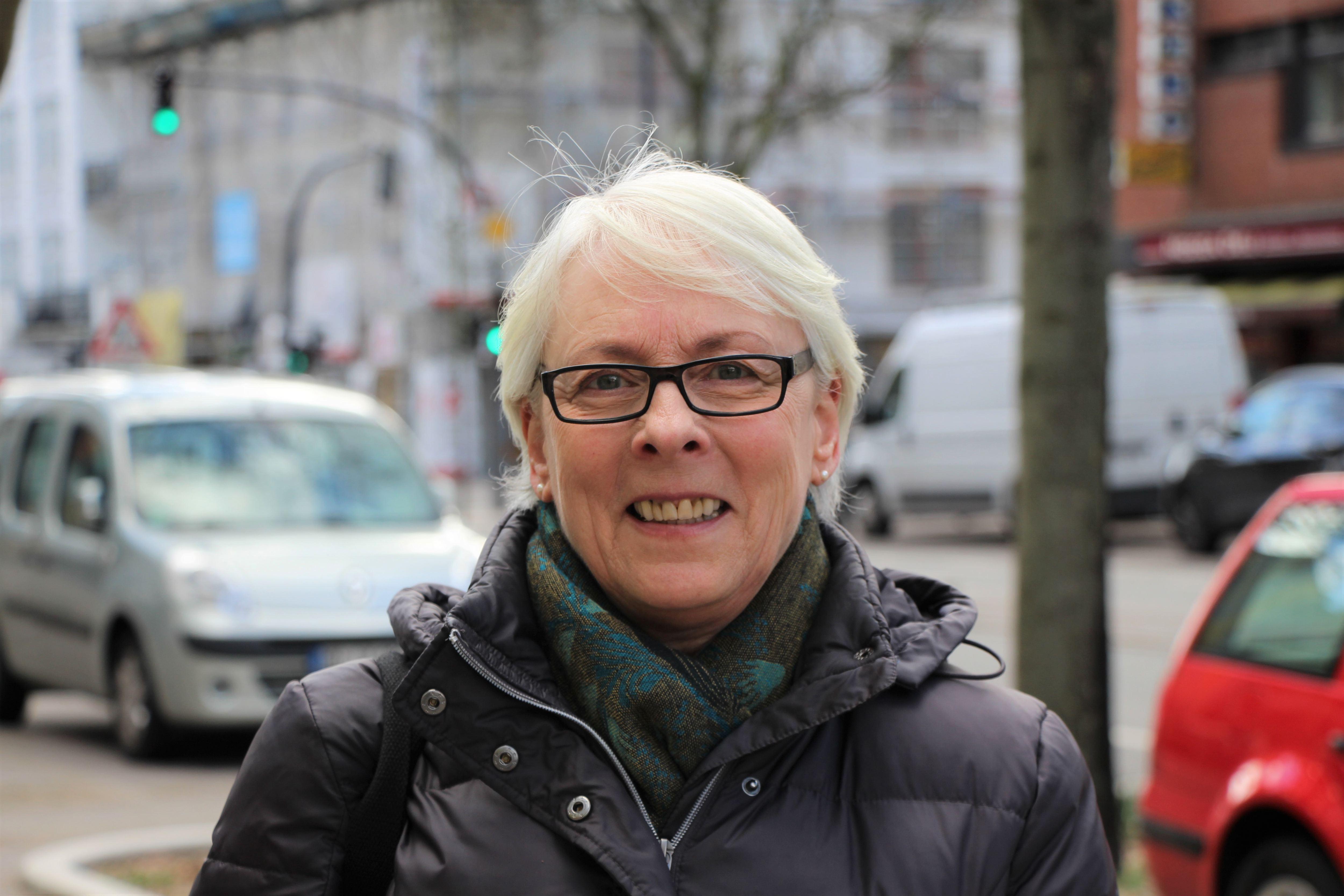 """Gisela: Ich finde es unmöglich, gerade in Eimsbüttel. Ich kann es nicht nachvollziehen, Eimsbüttel ist einer der Stadtteil mit den meisten Kindern. Das ist als würde man Rentner ausschließen. Das Café muss man boykottieren."""""""