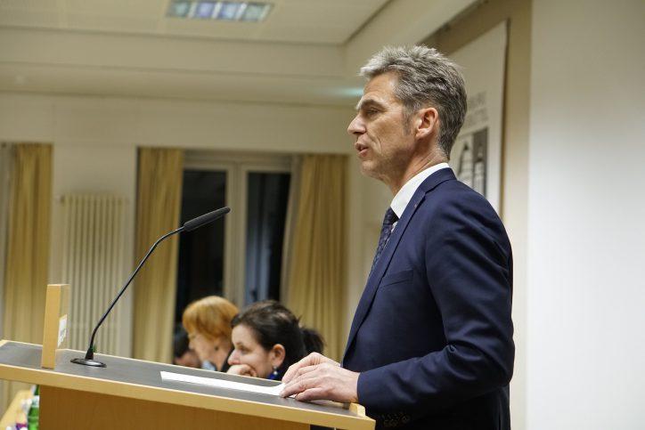 Bezirksamtleiter Kay Gätgens hielt die Laudatio der Preisverleihung. Foto: Catharina Rudschies