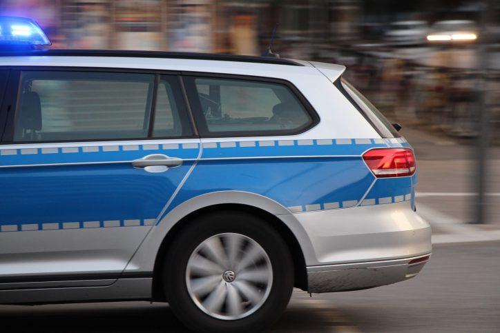 Zwei Männer stehen im Verdacht, gewerbsmäßigen Einburchdiebstahl begangen zu haben. Sie wurden von der Polizei festgenommen. Foto: Fabian Hennig.