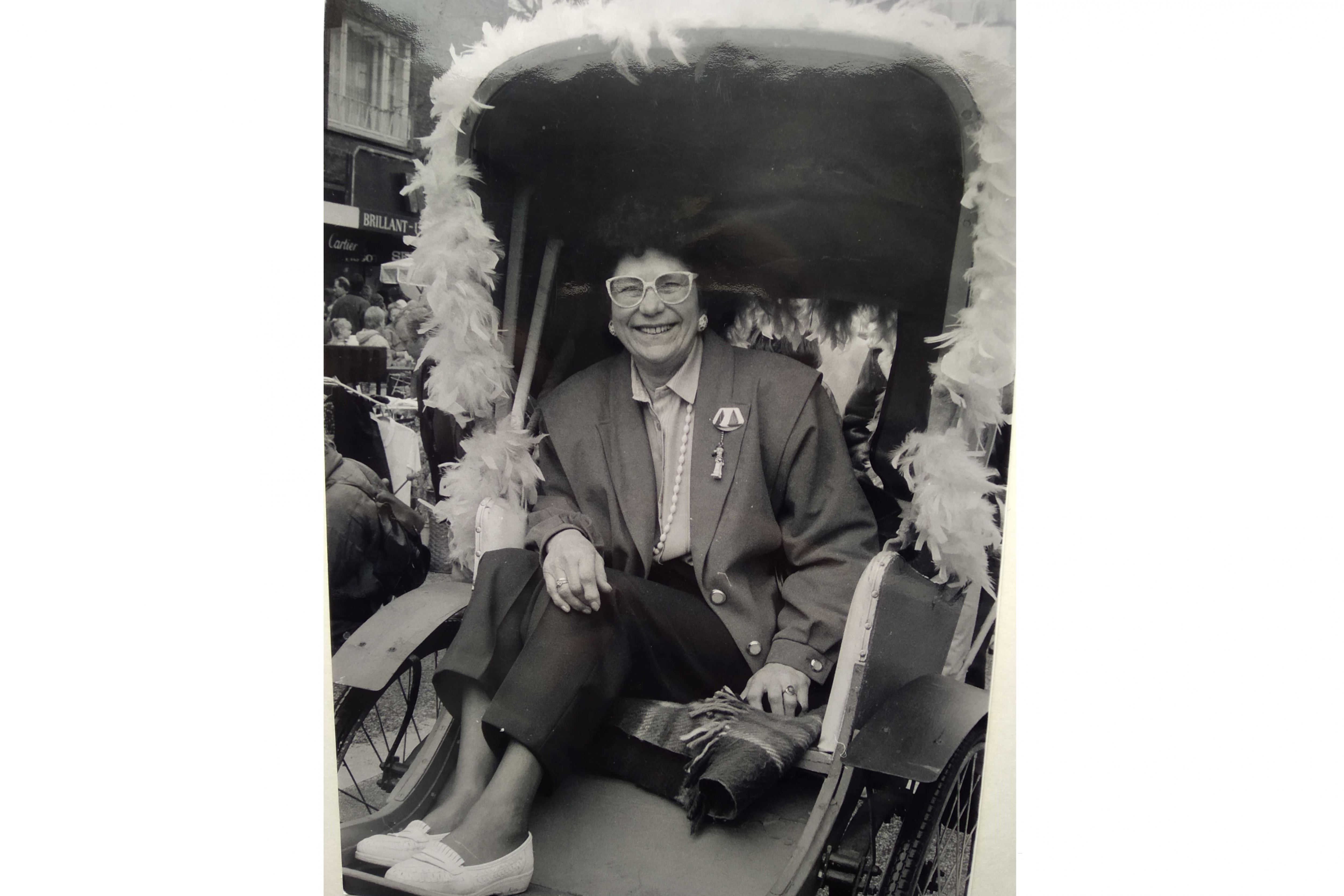 """""""Wir suchen einen Mann, der das Osterstraßenfest organisiert."""" Wiltrud Rosenkranz meldete sich trotzdem auf die Anzeige. Foto: Privatarchiv Wiltrud Rosenkranz, Anfang der neunziger Jahre"""