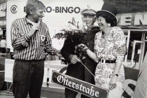 Wiltrud Rosenkranz (rechts) hat acht Jahre lang das Osterstraßenfest organisiert. Hier zu sehen beim Osterstraßenfest im Jahr 1993. Foto: Privatarchiv Wiltrud Rosenkranz