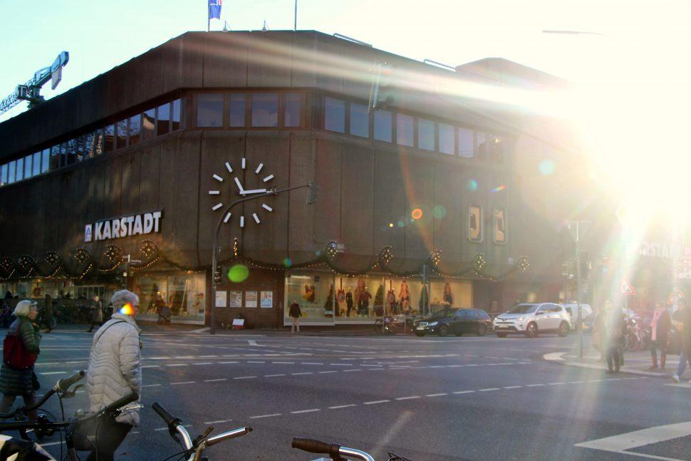 Öffnungszeiten in der Osterstraße Karstadt. Foto: Alicia Wischhusen