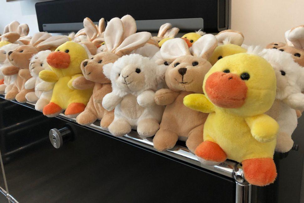 Osteraktion bei HDI - Niedliche Osterhasen, Schafe und Kücken suchen ein neues Zuhause. Foto: HDI Markus Ridder